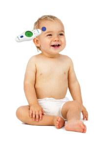 Dziecko oraz termometr przylozony do lewej prawej skroni